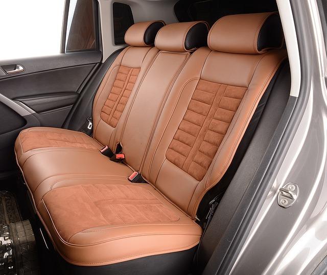 Kožené sedačky v aute